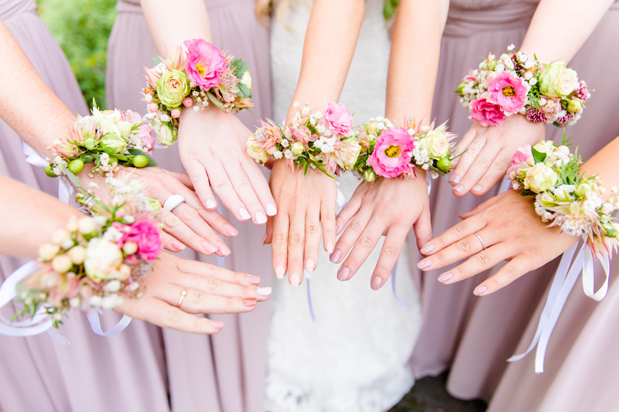 willst-du-meine-brautjungfer-sein-will-you-be-my-bridesmaid-karte-freebie-blumenarmband