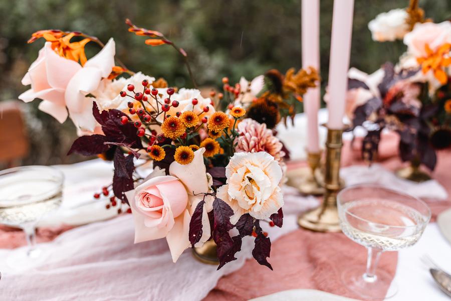 Tischdekoration mit Blumenarrangements von Bärwald aus Eschwege